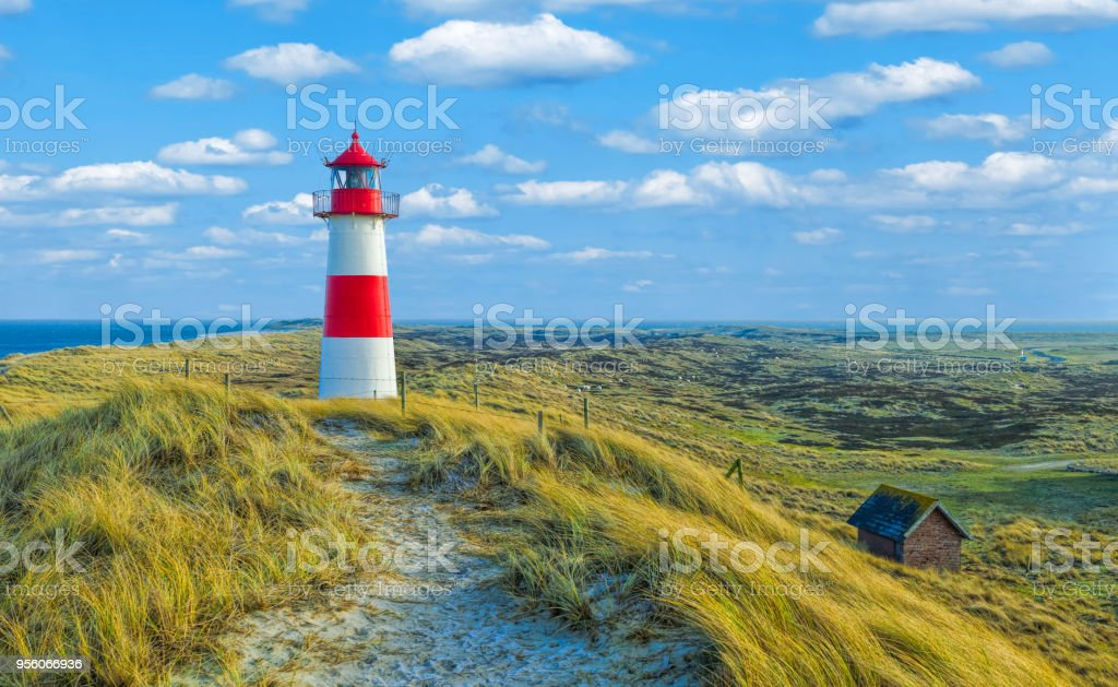 Rot-weiße Leuchtturm mit Stimmungsvoller Himmel am Ellenbogen auf der Insel Sylt, Deutschland – Foto