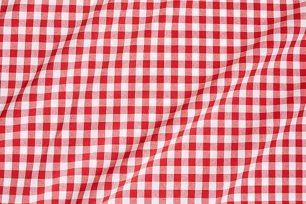 rote und weiße tischtuch wellenlinien - karo stock-fotos und bilder