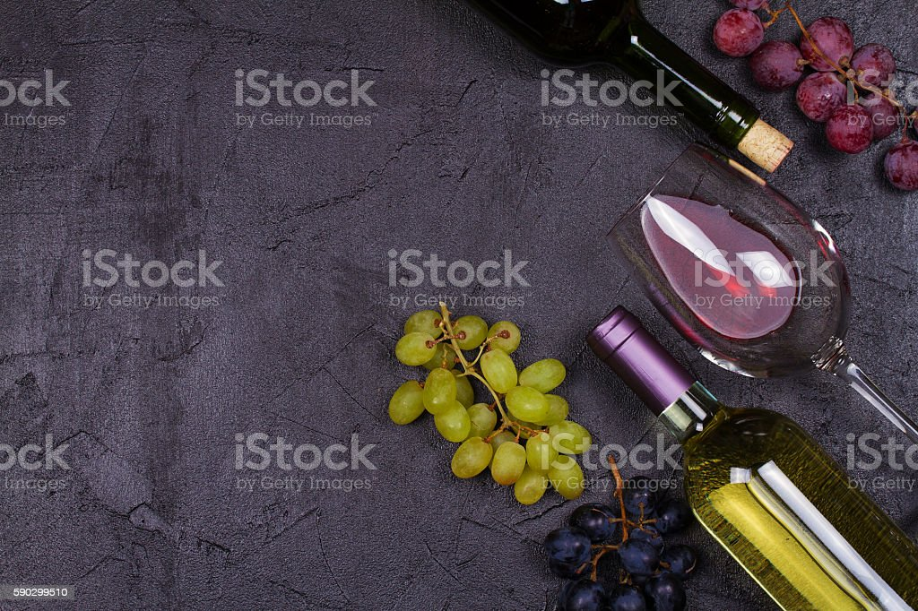 Red and white wine glass and bottle Стоковые фото Стоковая фотография