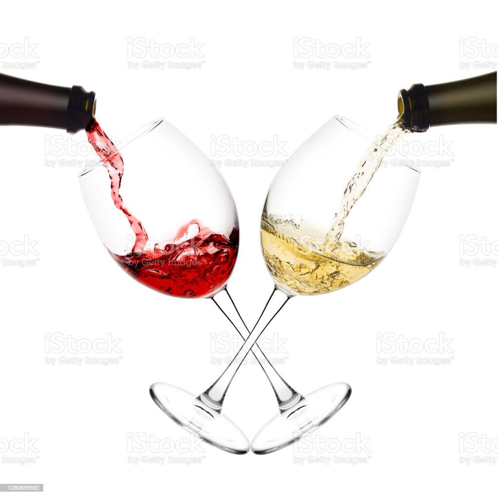 Weinglas Auf Flasche : rot und wei wein weinglas auf wei em hintergrund isoliert aus der flasche gegossen stockfoto und ~ Watch28wear.com Haus und Dekorationen