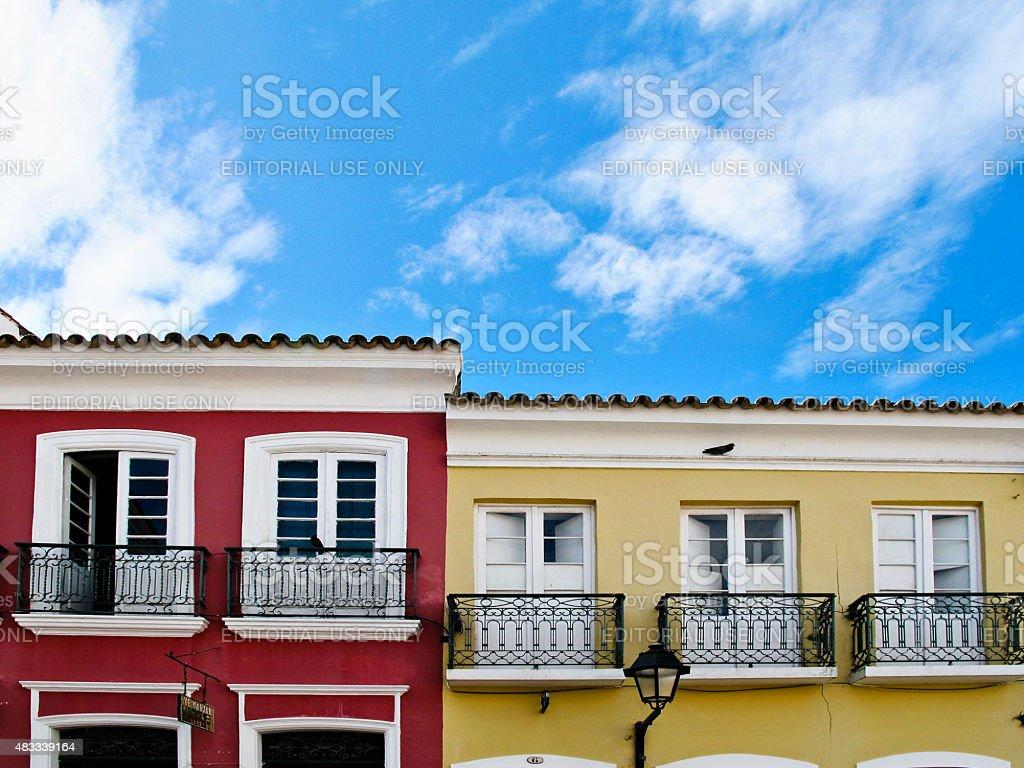 Vermelho e amarelo casas coloniais fachada no Pelourinho Salvador da Bahia - foto de acervo