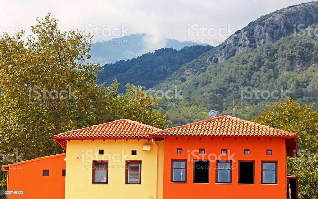 Rote und gelbe befindet sich in der Nähe von Mount Olympus in Griechenland – Foto