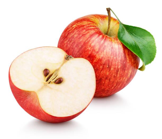 rode appel fruit met de helft en groen blad geïsoleerd op wit - appel stockfoto's en -beelden