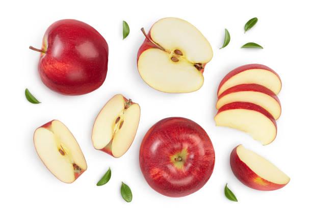 rode appel met half geïsoleerd op witte achtergrond met het knippen van weg en volledige diepte van gebied. bovenste weergave. plat leggen. instellen of verzamelen - appel stockfoto's en -beelden