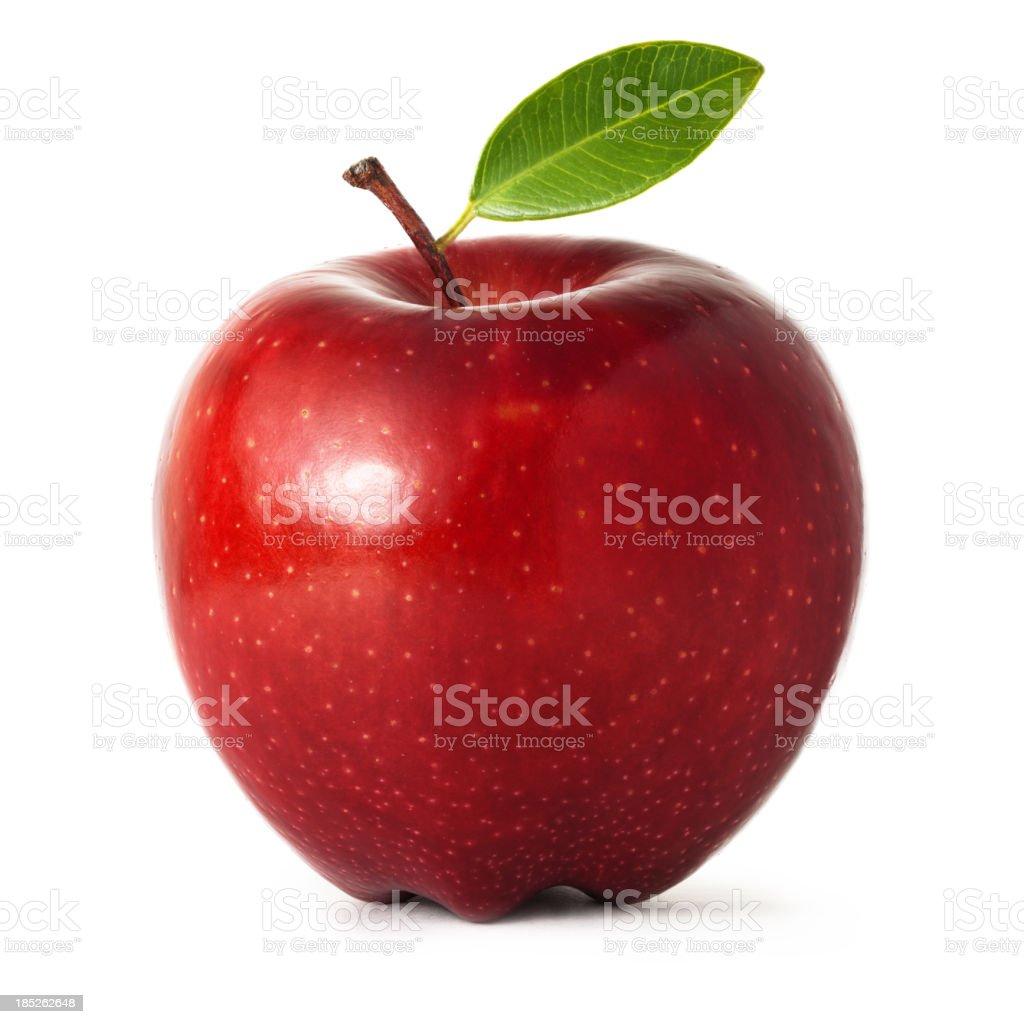 Красное яблоко с листьями изолированные на белом фоне стоковое фото
