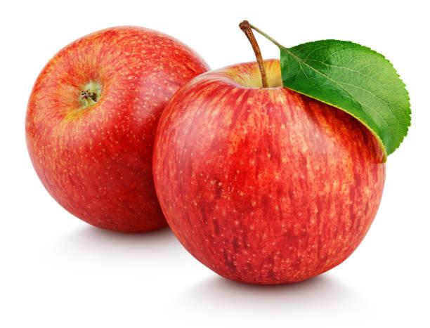 rode appels met blad geïsoleerd op wit - appel stockfoto's en -beelden