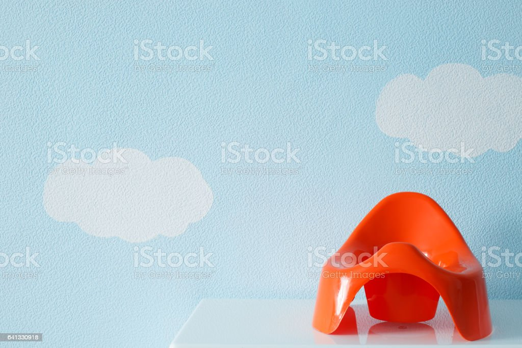 Orinal rojo bebé - foto de stock