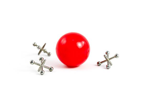 Red Ball und Jacks – Foto