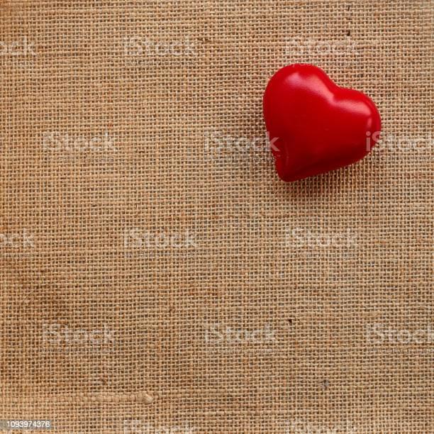 Red ball heart love on the sackcloth background picture id1093974376?b=1&k=6&m=1093974376&s=612x612&h=mhbx67t50rbvei03e7cqeqzgw nntzpx rn100uq3nq=