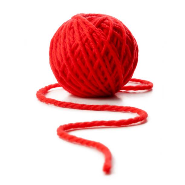 Rote Kugel aus Wolle auf weißem Hintergrund – Foto