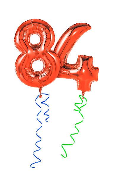 rote luftballons mit band-nummer 84 - wie lange leben fliegen stock-fotos und bilder