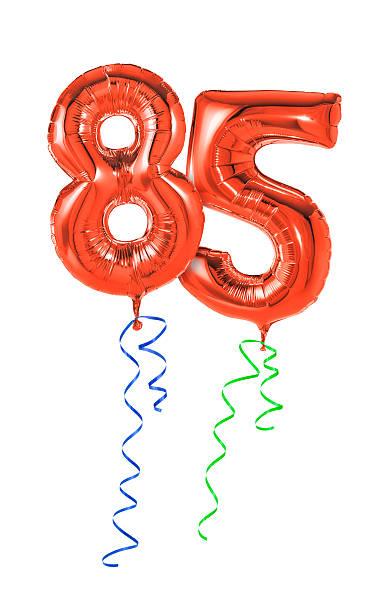 rote luftballons mit band-nummer 85 - wie lange leben fliegen stock-fotos und bilder