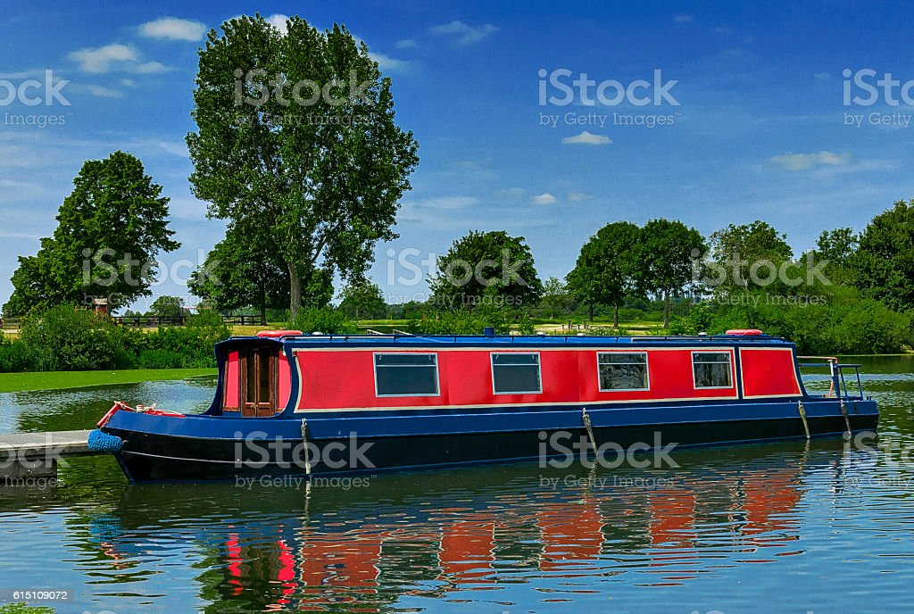 Red Barge on the water – Foto