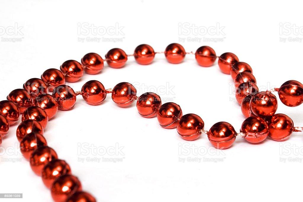 Rouge de perles isolé sur blanc photo libre de droits