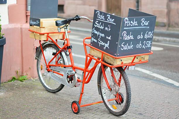 red bicycle selling food in heidelberg - ambulante foto e immagini stock