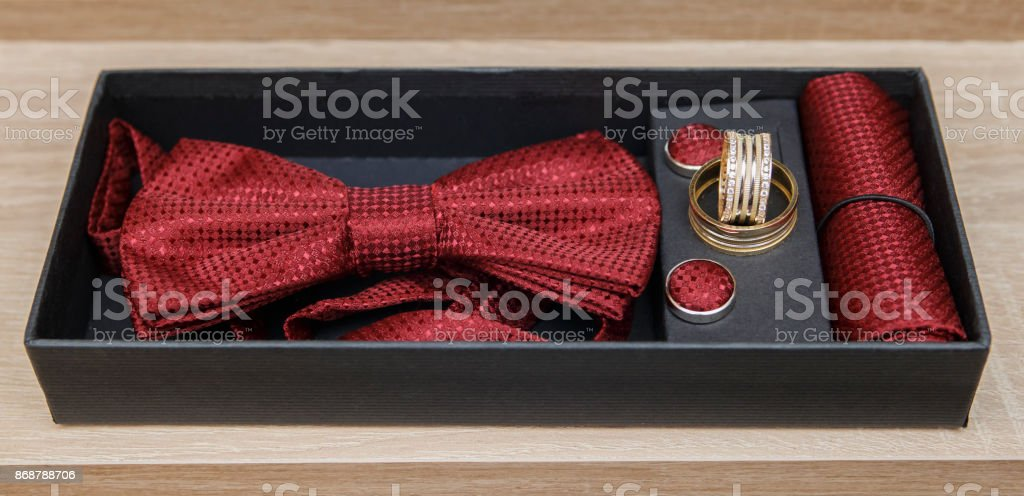Red bow tie set and rings