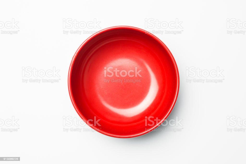 Rote Schale auf weißem Hintergrund – Foto