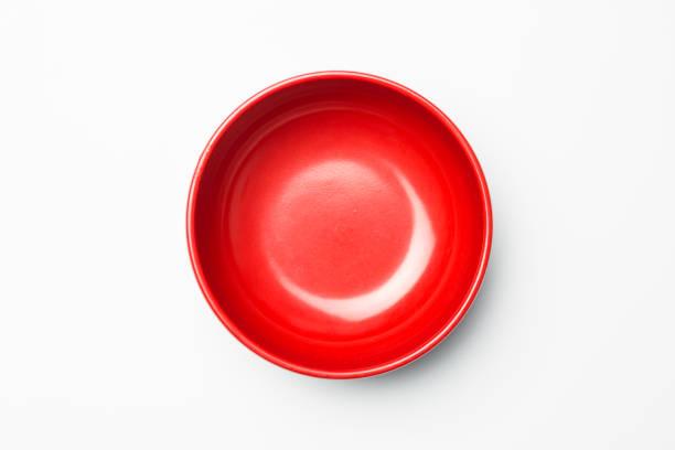 白い背景の赤いボウル - 深皿 ストックフォトと画像