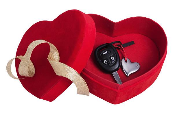 red box in the form of heart with keys - autoschleifen stock-fotos und bilder