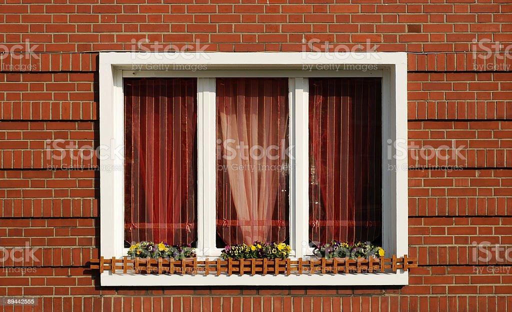 Muro di mattoni rossi e finestra foto stock royalty-free