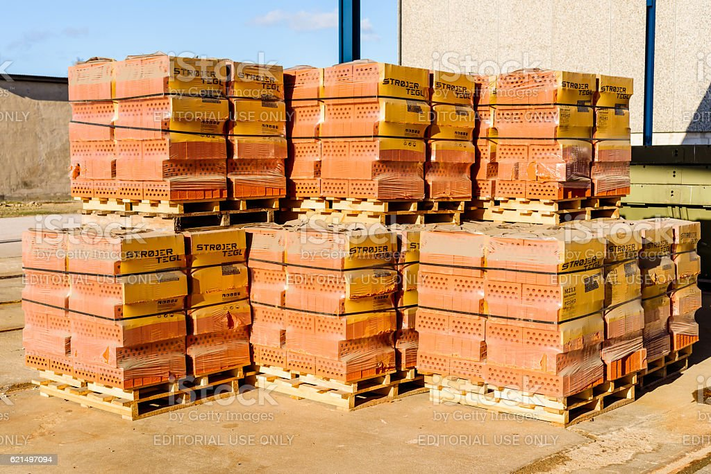 Red bricks on pallets foto stock royalty-free