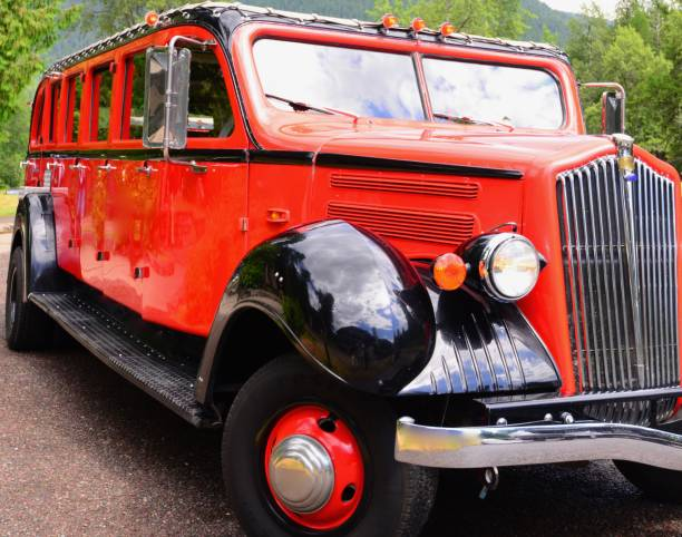 red bus tour - logan pass stock pictures, royalty-free photos & images