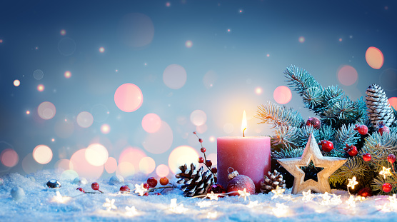 istock Red Candle With Christmas Decoration 881285694