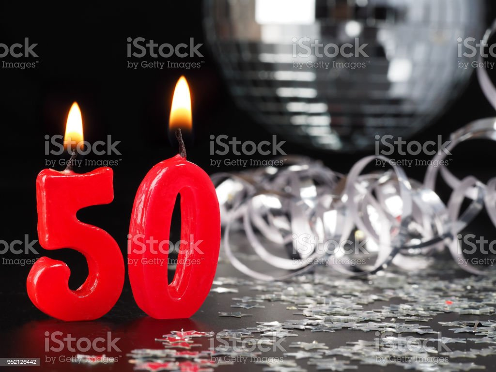 Rote Kerzen zeigen Nr. 50 – Foto