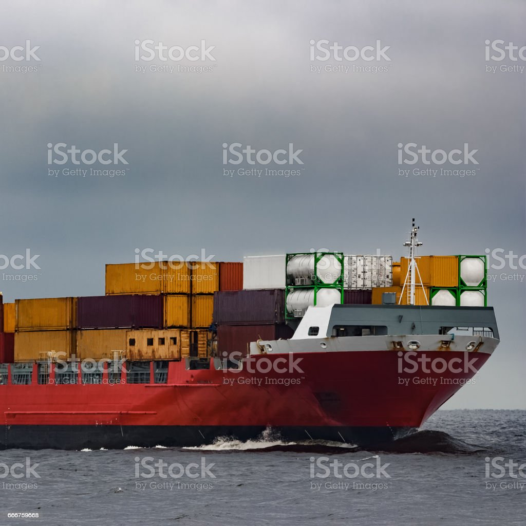 Red cargo container ship foto stock royalty-free