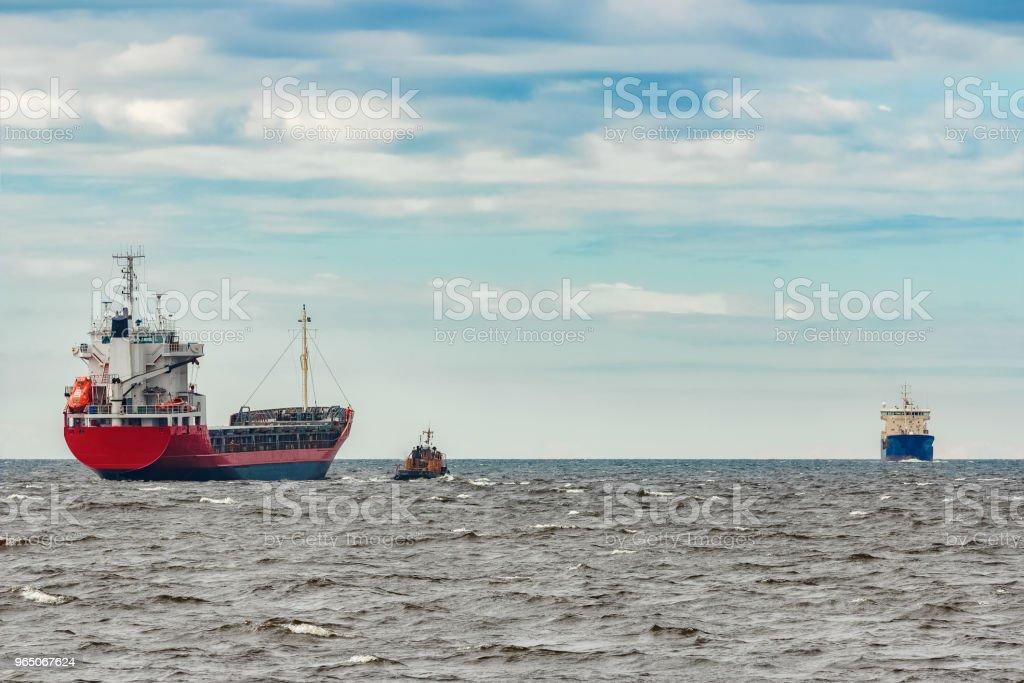 Red cargo ship zbiór zdjęć royalty-free