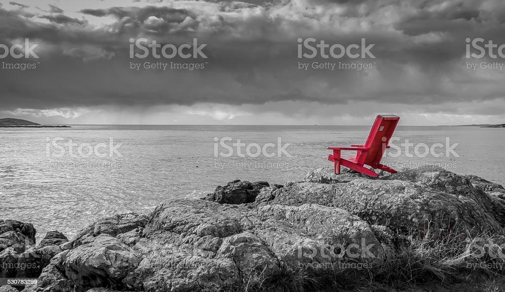 Sedia Rosso Bianco E Nero Sfondo Delloceano Fotografie Stock E