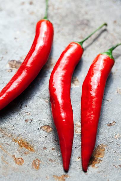red chili papper - peperoni stiche stock-fotos und bilder