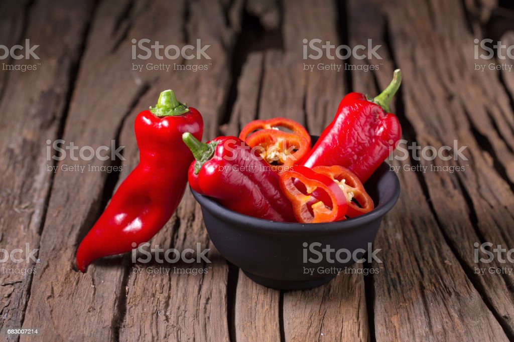Red chilly pepper on wooden black background. Red hot chili peppers. foto de stock royalty-free