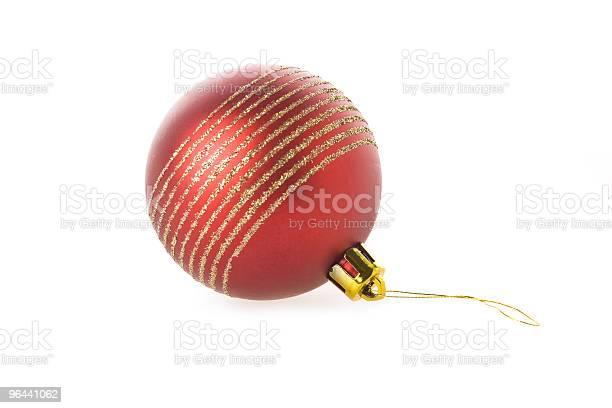 Foto de Bola Vermelha De Natal Isolado Sobre O Branco e mais fotos de stock de Bola de Árvore de Natal