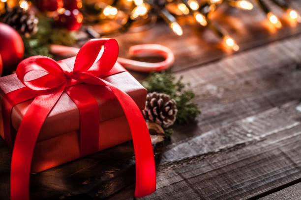 röd julklapp - christmas presents bildbanksfoton och bilder