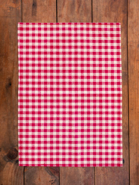 red classic  checkered tablecloth on wooden table, background with copy space - tovaglia foto e immagini stock