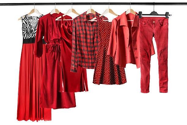 Red clothes on clothes racks - foto de stock