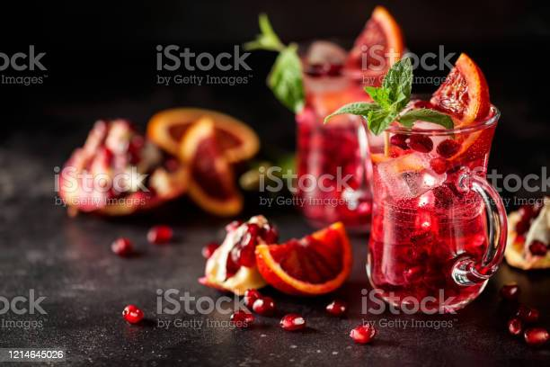 Red Cocktail With Blood Orange And Pomegranate - Fotografie stock e altre immagini di Agrume