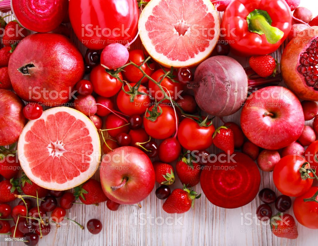 Red color assorted vegetables and fruits - Zbiór zdjęć royalty-free (Bez ludzi)