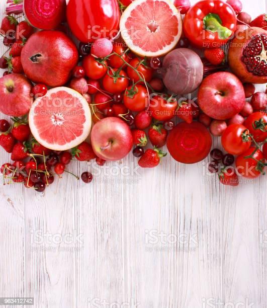 Czerwone Kolorowe Warzywa I Owoce - zdjęcia stockowe i więcej obrazów Truskawka