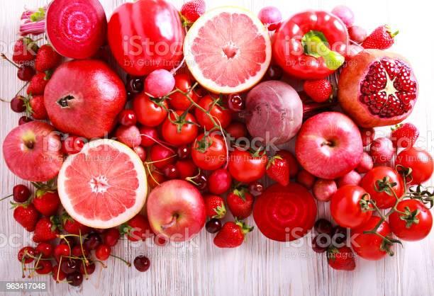 Czerwone Kolorowe Warzywa I Owoce - zdjęcia stockowe i więcej obrazów Czerwony