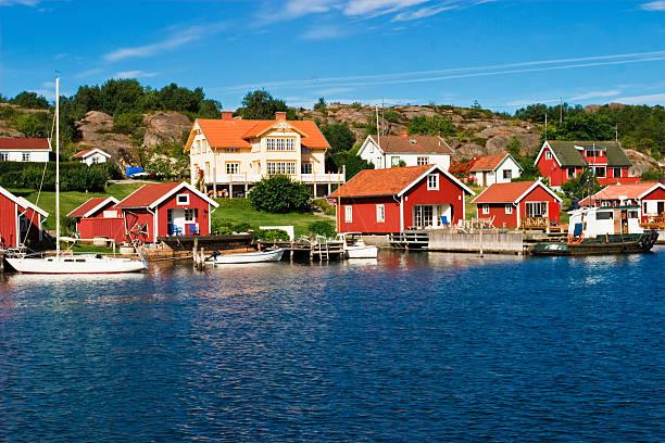red color wall summer house by the lake - bohuslän nature bildbanksfoton och bilder