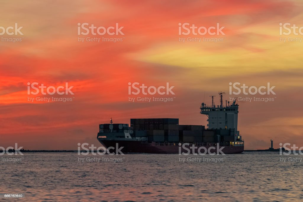 Red container ship foto stock royalty-free