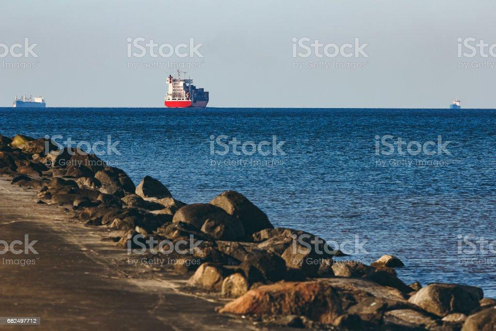 Red container ship Стоковые фото Стоковая фотография