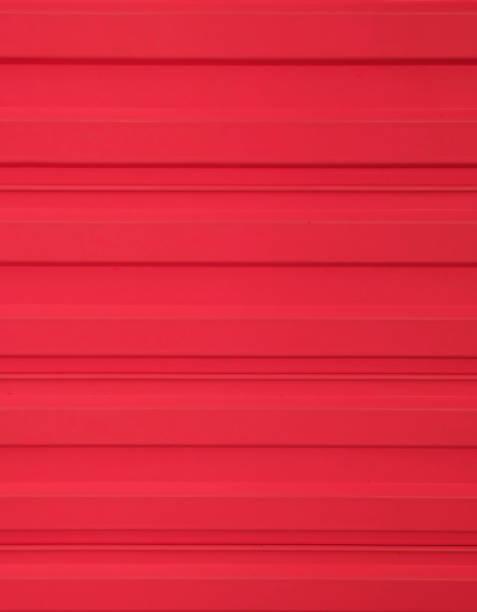 rote wellpappe metallzaun texturiert - zinn farbe stock-fotos und bilder