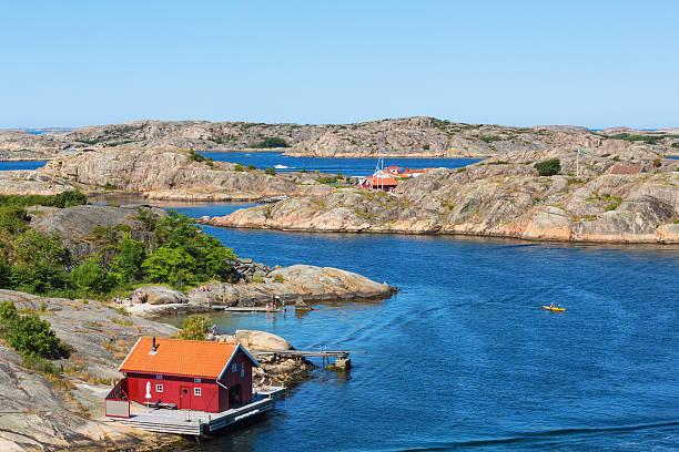 red cottage by the sea - bohuslän nature bildbanksfoton och bilder