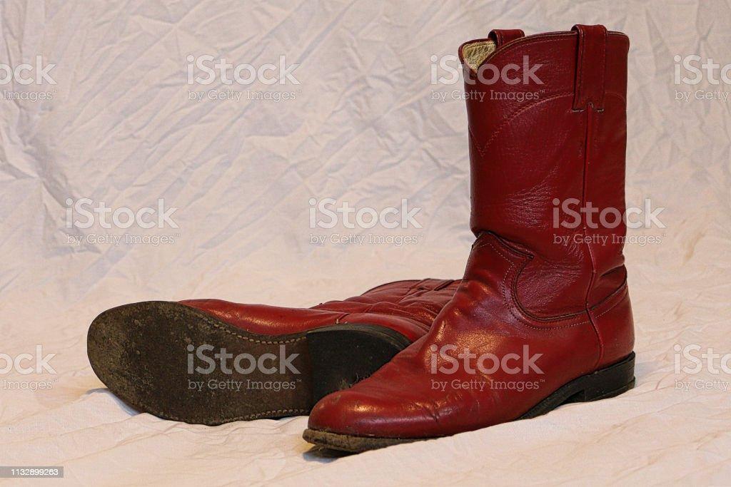 Tener cuidado de mejor lugar para liquidación de venta caliente Botas Vaqueras Rojas Foto de stock y más banco de imágenes ...