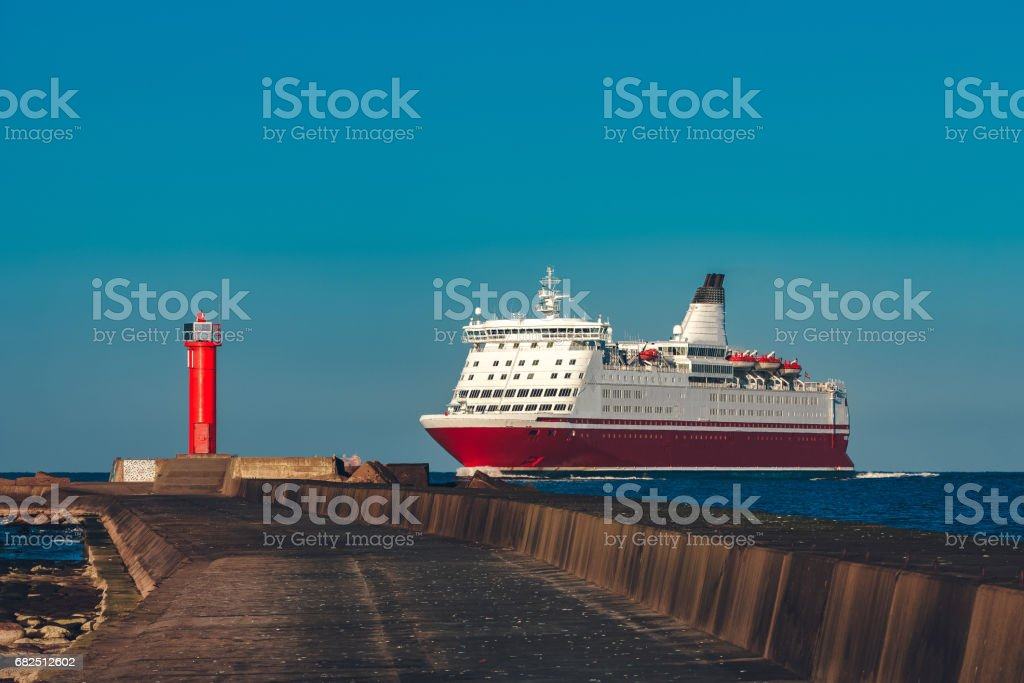Red cruise liner foto de stock libre de derechos