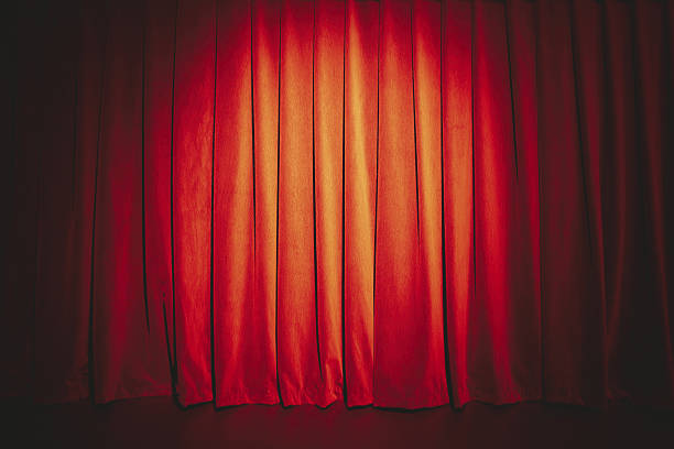 red curtain illuminated with spotlight - cabaret photos et images de collection