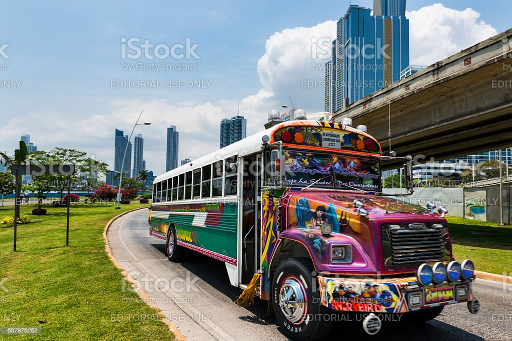 Red Devil Bus (Diablo Rojo) in Panama City. – Foto